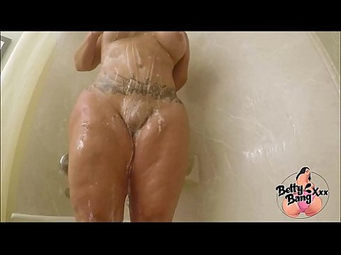 PAWG Betty Bang Takes A Sultry Hot Soapy Shower