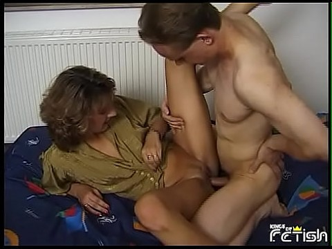 Horny mature woman gets all fuck holes drilled deep by young guy on the bed 8 min