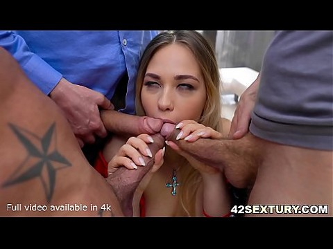 Unsatisfiable Selvaggia Does Hardcore Foursome with two dicks in her ass at once