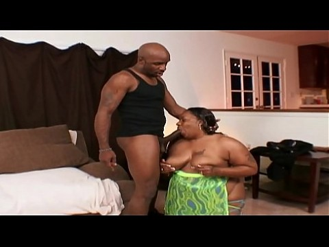 Big booty ebony BBW MILF gets her tight asshole streched open