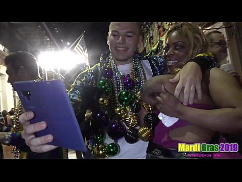 Women showing Ass, Tits and Pussy in Public during Mardi Gras 2019